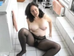 cleaning-in-pantyhose-before-my-masturbation