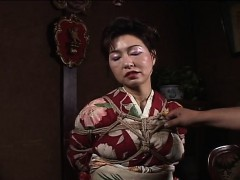 asian-mature-bitch-has-a-rope-session-to-endure