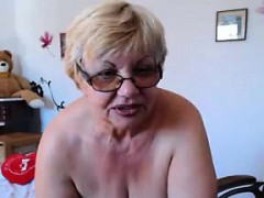 fat-granny-shows-off-her-tits