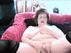 chubby-amateur-granny-masturbating-on-webcam