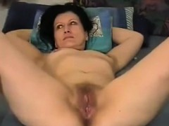 bringing-housewife-lola-to-an-orgasm
