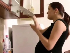 pregnant-girlfriend-day-routine