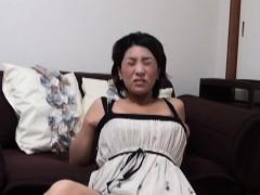 japanese-milf-rubs-pussy