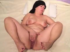 chubby-milf-rubbing-her-horny-vagina