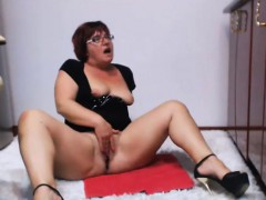 horny chubby with short hair fingering