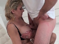 cheating-english-mature-lady-sonia-displays-her-huge-tits