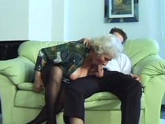 sexy mom doing deepthroat sex
