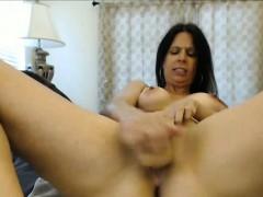 beautiful-babe-masturbating-on-webcam