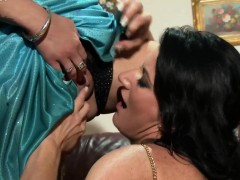 glam-lesbos-wam-in-piss