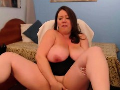 Busty Woman Gets Pleasure From Their Work A Webcam Model