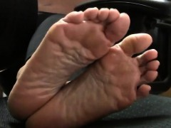 mature-oriental-lady-shows-off-her-lovely-little-feet-for-t