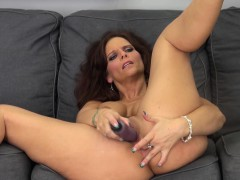busty-webcam-whore-syren-de-mer-toys-her-twat-for-all-to-see