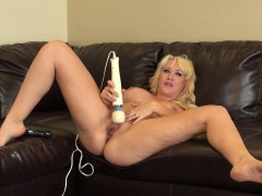 hot, sexy blonde alana evans puts on live masturbation for her cam