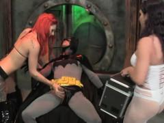gogo-girls-vs-batman