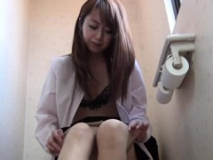 pantiehose-asian-peeing