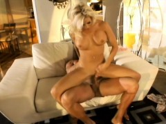 horny-whore-mary-carey-begs-her-shaved-pussy-to-be-fucked-hard