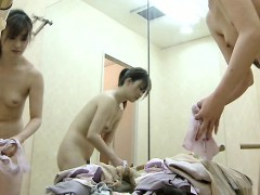 japanese-girls-are-changing-into-their-exercise-clothes-on