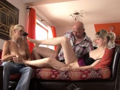 he-finds-her-fucking-with-his-old-mom-and-dad