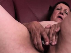 chubby mature dildo banging her slick muff