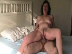 sexy-mature-rests-on-the-encounter-of-a-man