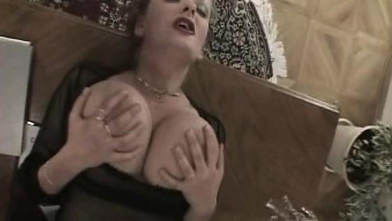 Мама с огромными сиськами дала