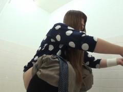 squatting-asians-piss