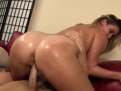 Blonde Sidney Oils Up Her Booty