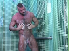shower-ripped-hunk-fuck