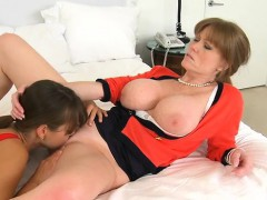slutty-mum-joins-in-the-enjoyment
