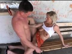 Жесткое порно Большие сиськи На публике Любительское фото 1