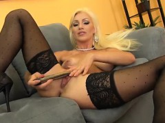 blonde cameron dee sweet and solo