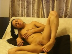 natural-sweetie-is-proud-of-her-private-parts