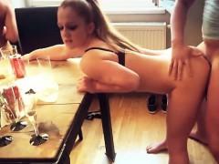 Жесткое порно Блондинки Мастурбация На публике фото 1