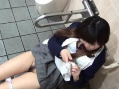 japanese slut rubs pussy