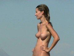 another day on the beach with the hot nudist girls – Free Porn Video