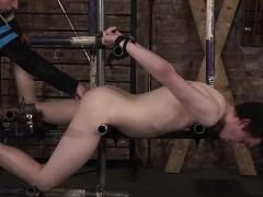 slave-master-ashton-gets-hard-on-eli-manuels-sexy-ass