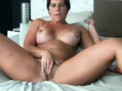 dirty-talk-pro-muscular-woman-bella-ducati-with-biceps