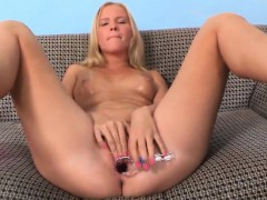 Ideal Teen Is Gaping Juicy Slit In Closeup And Cumming