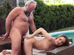 young-babe-outdoor-fucking-with-oldman
