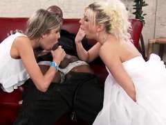 hot-pornstar-threesome-and-cumshot
