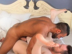 Dreamy Muscle God Cumspraying Studs Sixpack