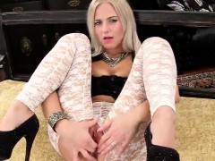 sexy-czech-chick-stretches-her-spread-twat-to-the-extreme