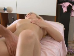 Sexy Beauty Likes Perverted Massage A Lot