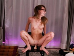 lustful-slender-camgirl-trying-to-play-on-cam