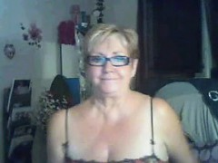 Vieille joue avec ses seins et se Paula live on 720camscom