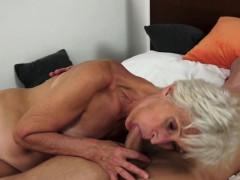 Le voglie di sesso di una signora vecchia