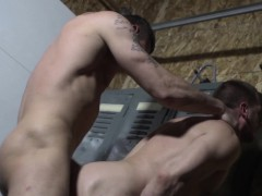 muscle-stud-cums-while-assfucked-in-lockeroom