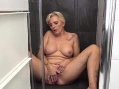 kinky-housewife-playing-with-herself