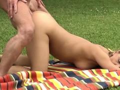 Жесткое порно Взрослые и молодые Брюнетки На публике фото 17