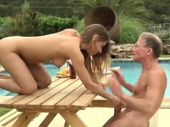 Жесткое порно Взрослые и молодые Брюнетки На публике фото 9